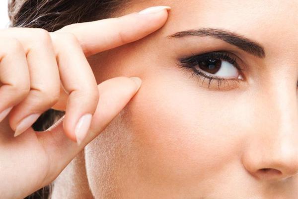 cách xóa nếp nhăn vùng mắt cực hay tại nhà
