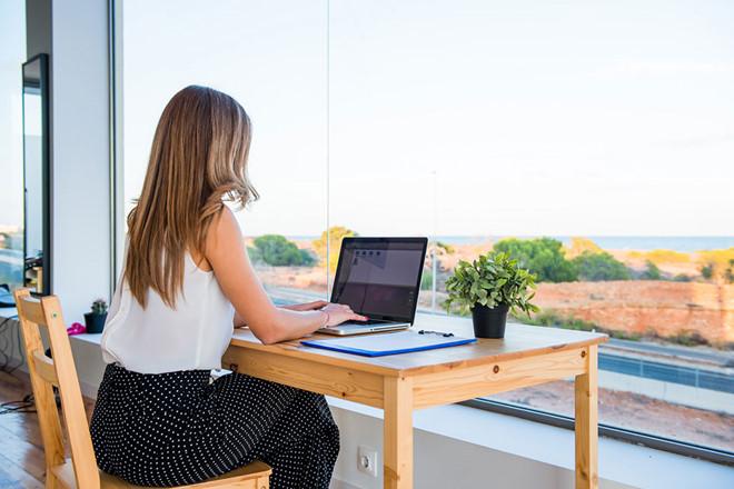"""Tình nguyện """"ảo"""" là xu hướng tình nguyện mới nhất và thu hút giới trẻ nhất hiện nay. (Ảnh: Shutterstock)"""