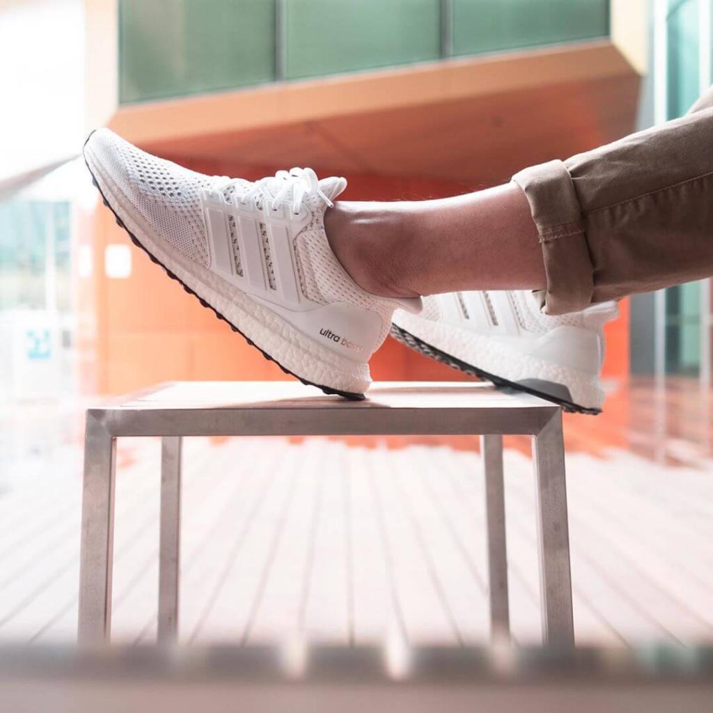 làm sạch giày Adidas Ultra Boost Triple White 4