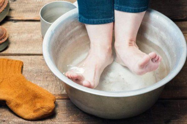 Trị mồ hôi chân bằng muối
