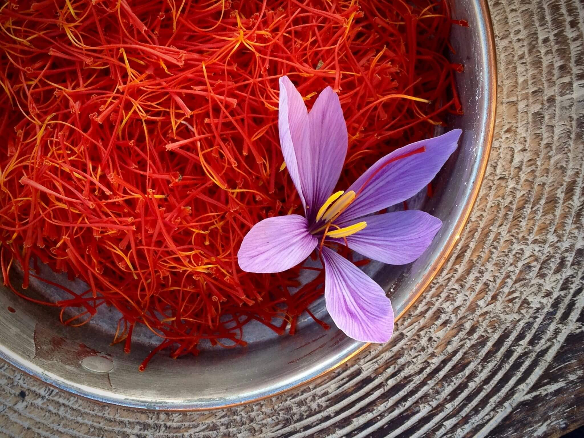 Nhụy hoa nghệ tây Saffron và những điều bạn nên biết trước khi mua - Legre.vn