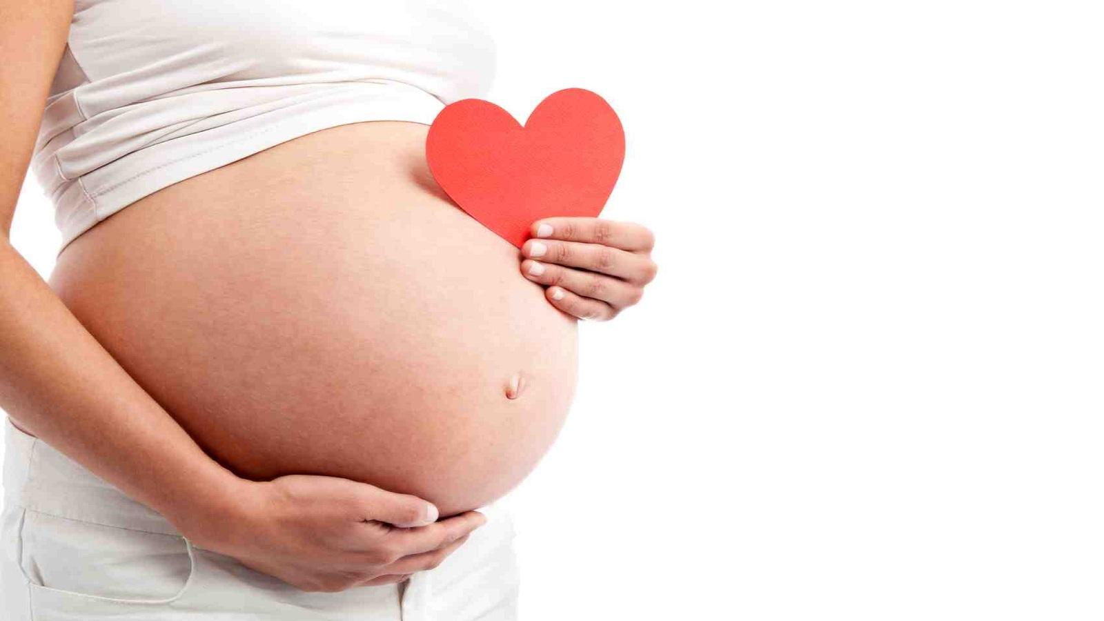 Phụ nữ mang thai đi xe máy liệu có an toàn? - Bảo vệ gia đình Việt