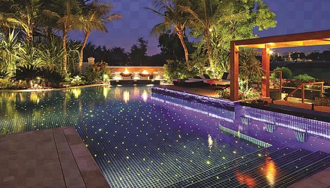 Chiếu sáng hồ bơi sân vườn lung linh bằng đèn LED