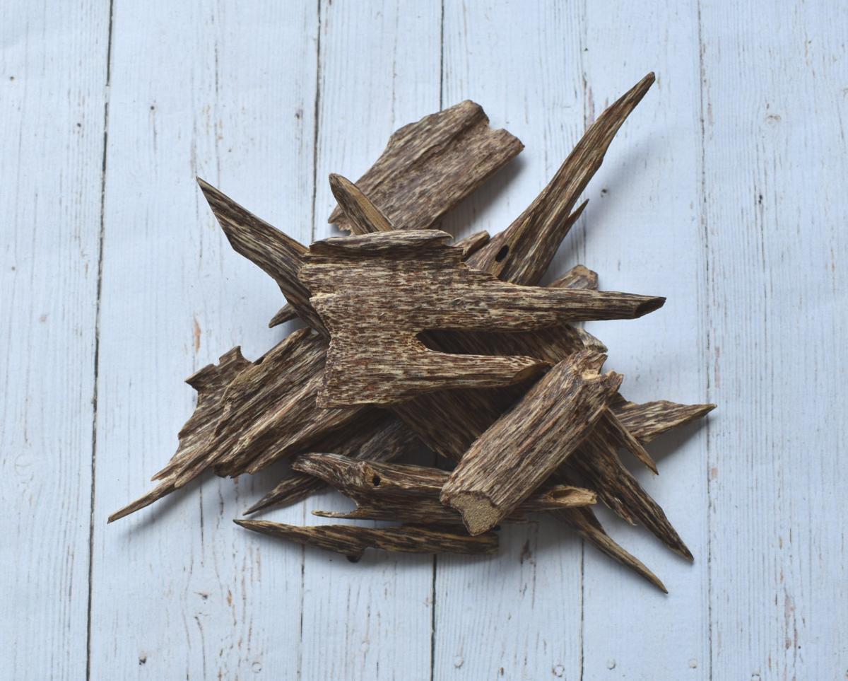 Trầm hương tự nhiên sở hữu giá trị cao, giá bán từ vài trăm đến vài tỷ cho 1kg